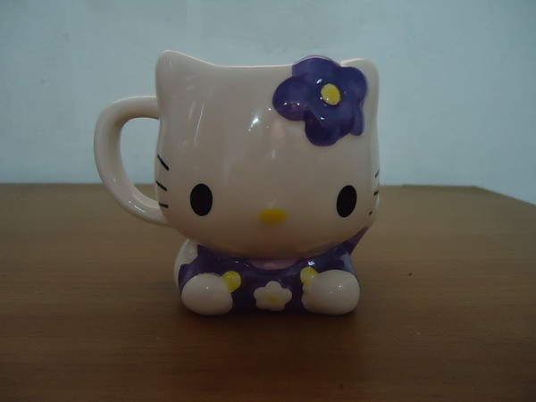 銀之鐘一號館賣的Hello Kitty北海道限定杯