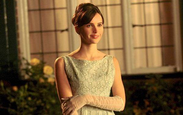 felicity_jones_shine_in_the_theory_of_everything_2014-t3.jpg