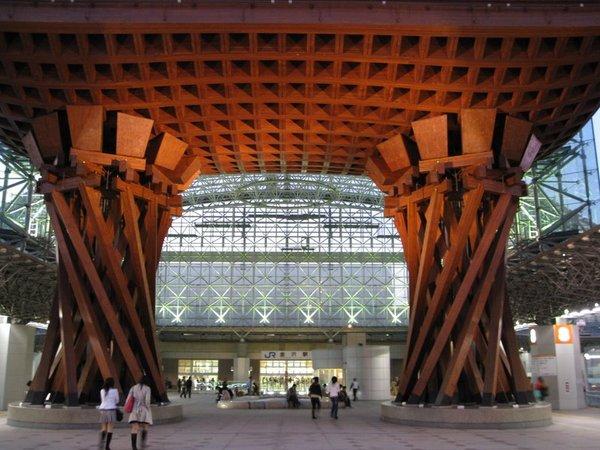 金澤站東口大門