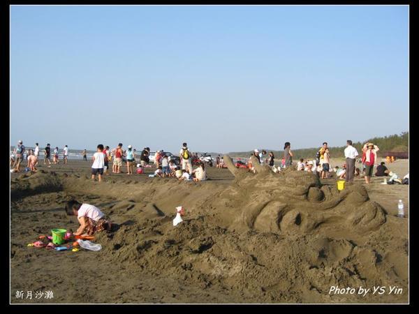 新月沙灘-龍形沙雕