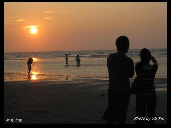 新月沙灘-情侶
