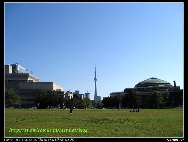 多倫多大學之CN塔一直線