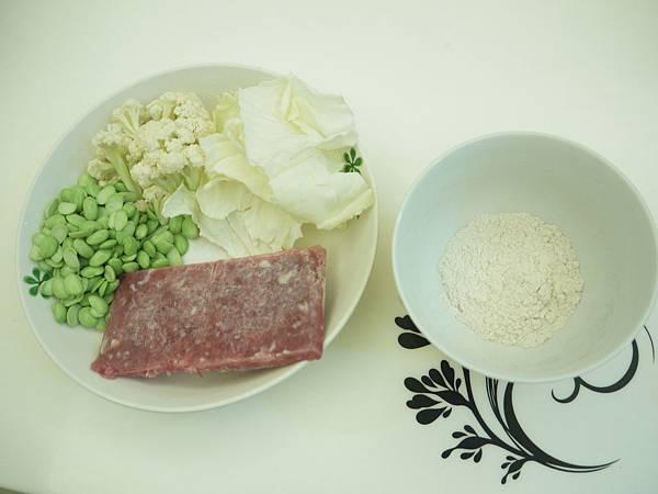 高麗菜花椰菜毛豆豬肉「四神粉」米泥