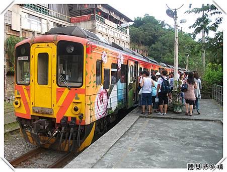 一堆人上火車