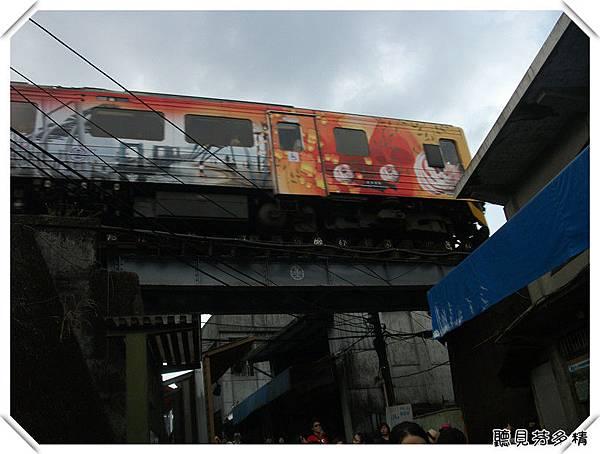 火車從頭上開過