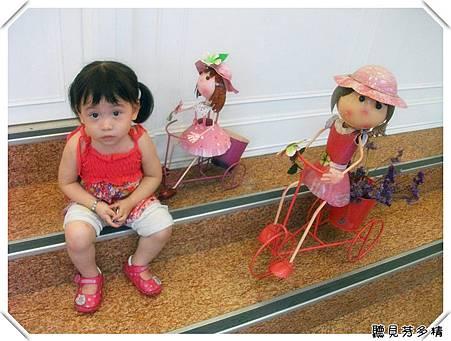 騎車車小女孩