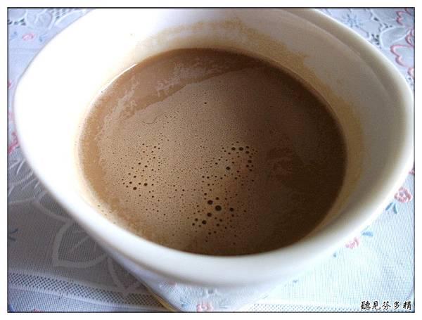 咖啡泡好白