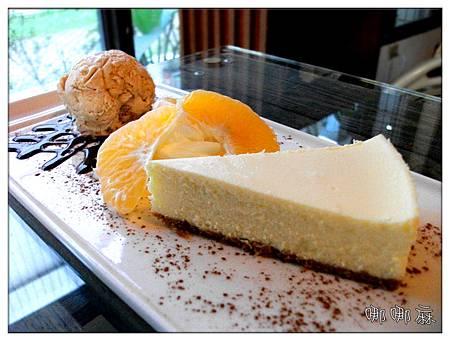 原味乳酪蛋糕佐牛奶糖冰淇淋