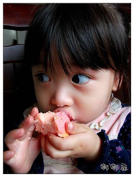 吃草莓蛋糕