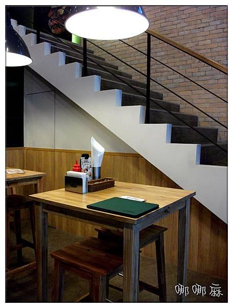 樓梯旁座位