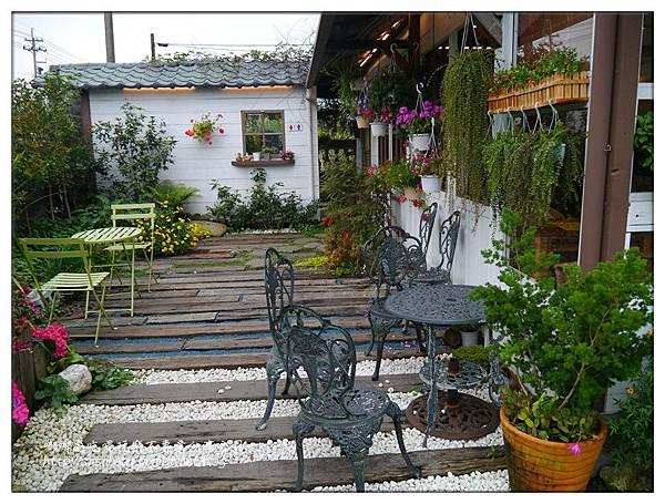 側邊小花園