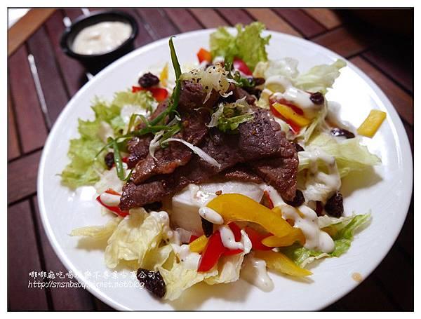牛肉沙拉飯