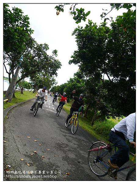 一群人騎車