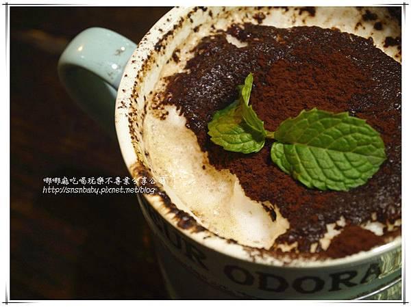 咖啡喝一口.jpg