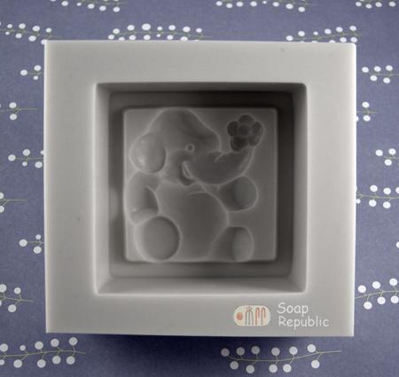 6.1cm x 6.1 x 3.1 elephant mold.jpg