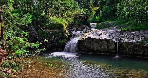 waterfall-3649113_640.jpg