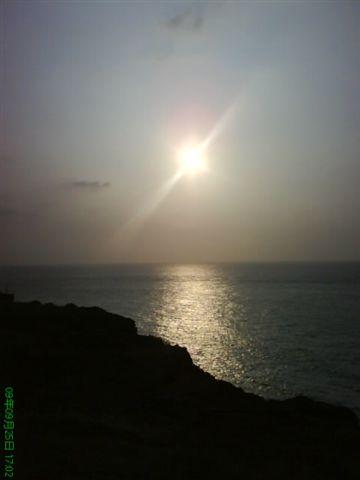 漁翁島燈塔旁落日.JPG
