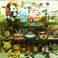 眾多玩具櫃的其中一櫃