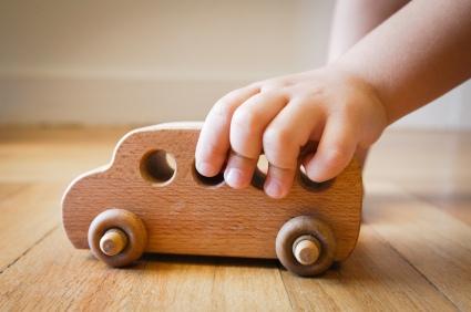 hracky-pro-deti-a-vyvoj-ditete-vyhody-proc-ale-dite-nezahrnout-spoustou-hracek.jpg