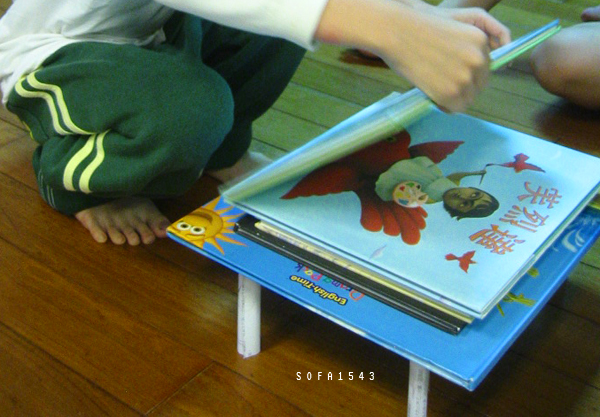 用一張紙撐起一疊很重很重的書