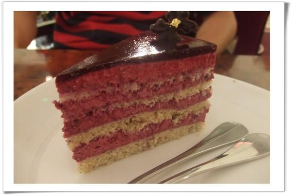20080629 包曼咖啡-黑醋栗核果蛋糕.jpg