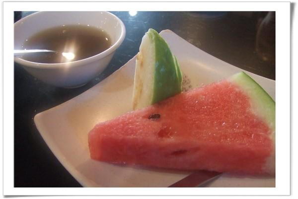 20080706 漁屋 餐後水果甜點.jpg