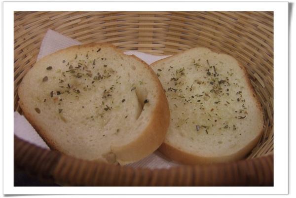 20090414 [新店] 喬尼的私人廚房-附餐麵包.jpg