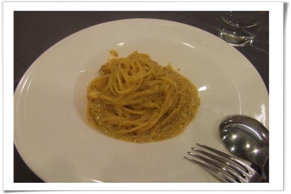 20090414 [新店] 喬尼的私人廚房-海膽蟹肉義大利麵-1.jpg