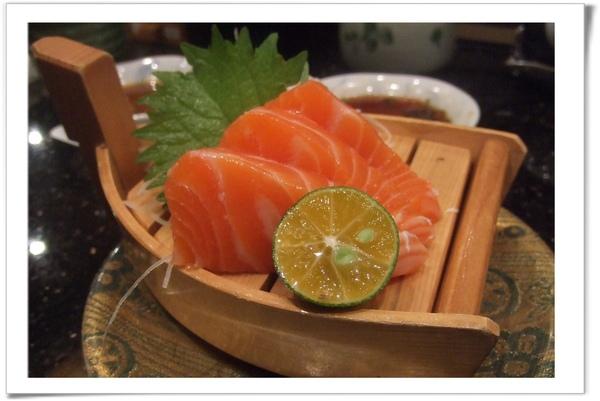 20090627 [台北] 玄海壽司居酒屋- 鮭魚生魚片.jpg