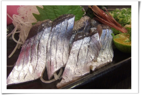 20090718 [台北] 築地野台壽司-日本秋刀魚生魚片.jpg