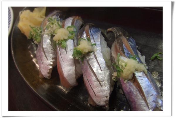 20090718 [台北] 築地野台壽司-日本秋刀魚握壽司-1.jpg
