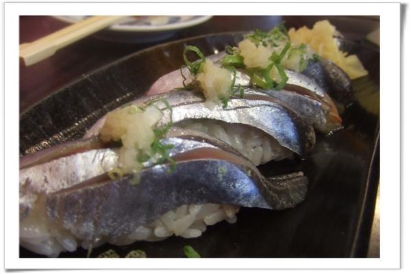 20090718 [台北] 築地野台壽司-日本秋刀魚握壽司-2.jpg