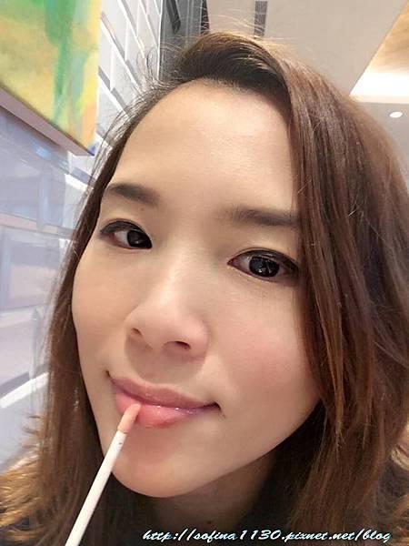 橘色唇蜜試用2.jpg