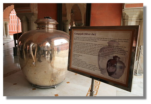 城市宮殿之銀製大水缸