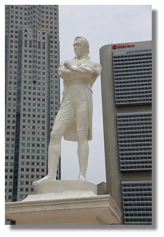 萊佛士雕像