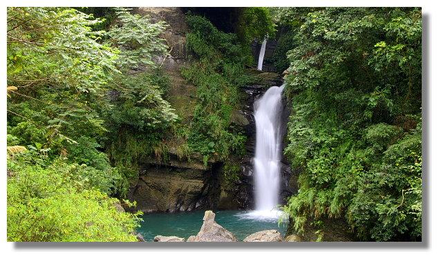 小烏來風景區內的龍鳳瀑布
