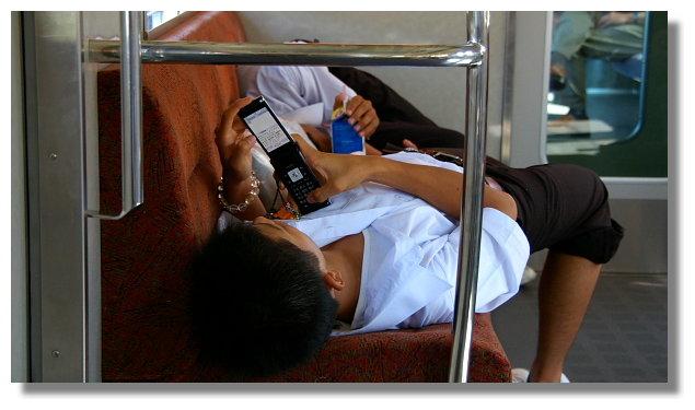 電車上的日本學生