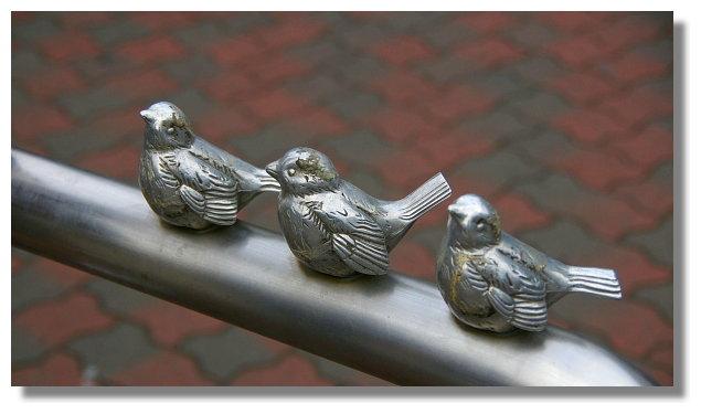 江之電江之島站外的小鳥雕像