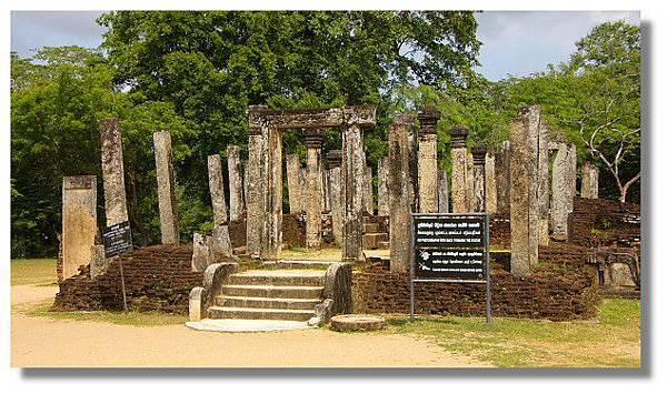 Polonnaruwa波羅那露瓦聖台區內的Atadage