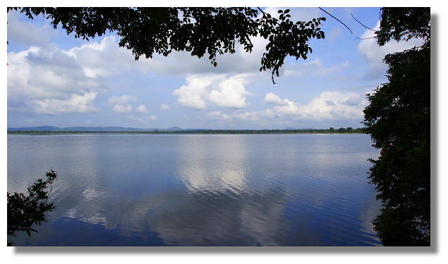 Polonnaruwa波羅那露瓦當地的湖景