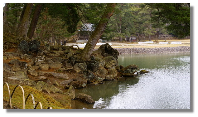 平泉毛越寺大泉が池(築山)
