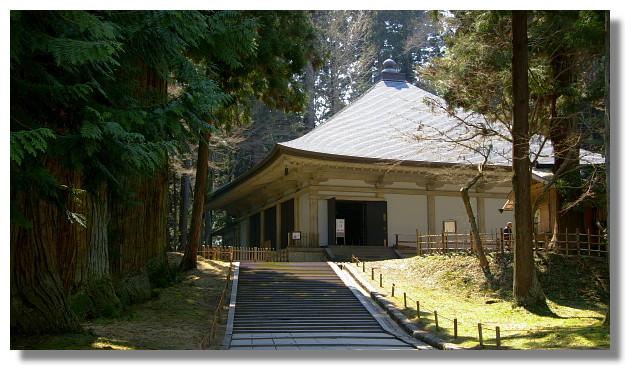 平泉中尊寺金色堂