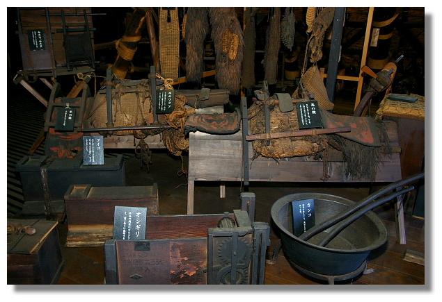 白川鄉合掌屋內部所展示的農具