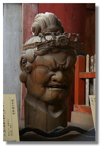 奈良東大寺內的神像
