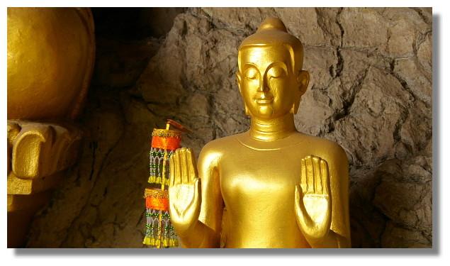 龍坡邦佛像