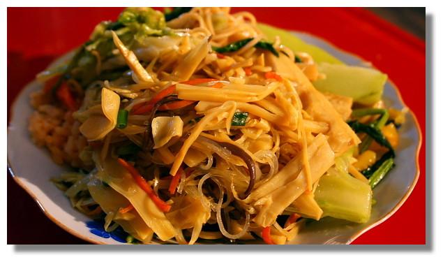 龍坡邦夜市賣的素食自助餐