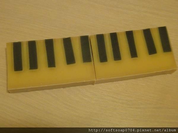 20110618- 琴鍵皂2
