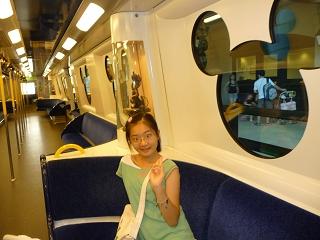 迪士尼列車內.JPG