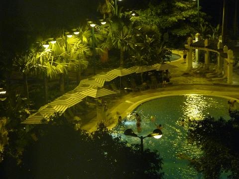 迪士尼酒店-游泳池.JPG