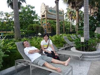 迪士尼酒店-游泳池畔.JPG
